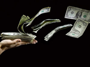 Инфлацията, промените в банковия сектор в САЩ и скоростта на обращение на парите